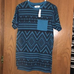 NWT- Blue men's tribal tee w/ pocket. On The Byas